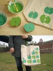 Manualidades y reciclaje de accesorios, bolsa decorada con sellos de manzana y pintura