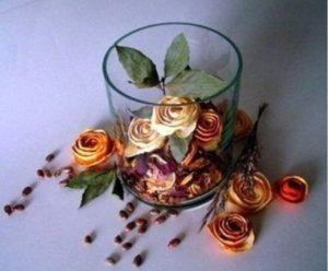 Rosas hechas con cáscaras de naranja