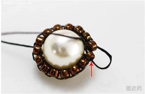 pulsera tejida con perlas y mostacillas