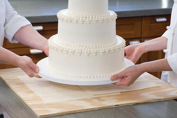 WeddingCakeTransport-574x383